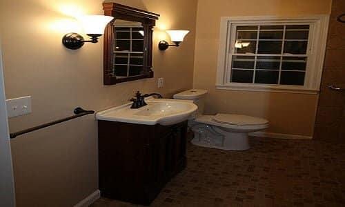 bedroom vanity sets Creative Commons | Lee Ruk (http://www.flickr.com/photos/gardener41/4293650373/)