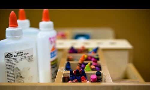 craft desk Creative Commons | (https://farm3.staticflickr.com/2466/3813998921_9c4c8bc2a8_z.jpg?zz=1)