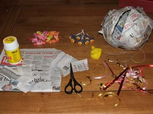 Materials to make a pinata