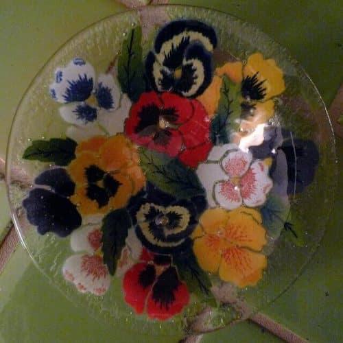 paint your own glass bowl| Creative Commons| Lori L.Stalteri via https://www.flickr.com/photos/llstalteri/5106336012/
