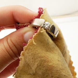 How to Clean and Polish Your Jewelry