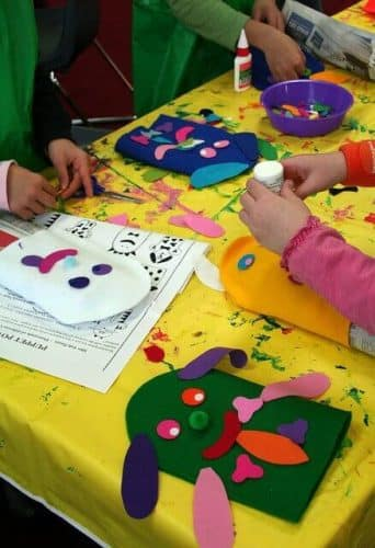 "kids hand puppets craft ""Puppet making workshop"" by Mosman Library (www.flickr.com/photos/mosmanlibrary/5986397728/) via Creative Commons"